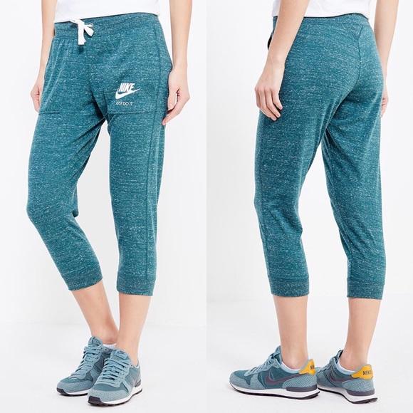 45669399e5d2 Nike Turquoise Gym Vintage Capri Pants